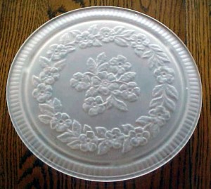 Vintage Cake Plates for Classy Parties and Birthdays