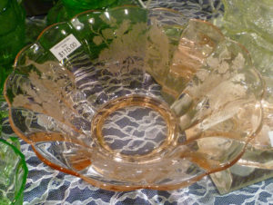 Peacock and Wild Rose Bowl – Beautiful Pieces from Depression Glass Show